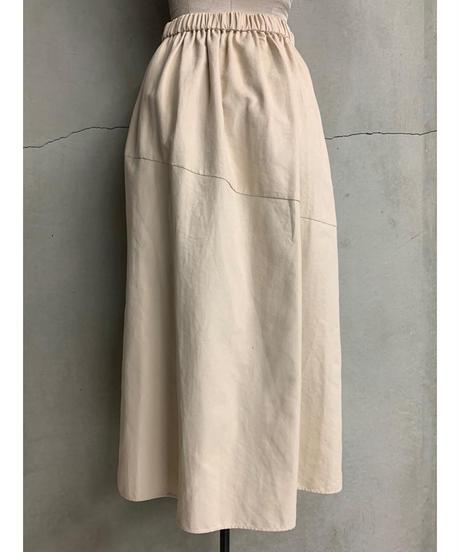 イレギュラーヘムスカート