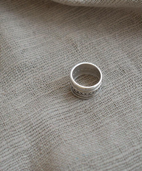 ring2-02125 STERLING SILVER CENTER DOT WIDE RING