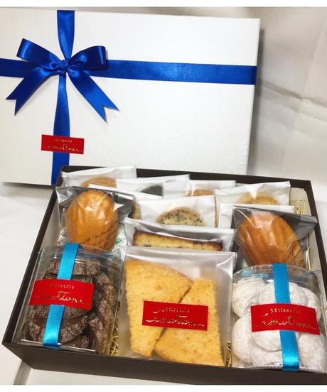 ギフトセット(クッキー7個、 ラスク1個、 筒クッキー2個、 パウンドケーキ1個 、マドレーヌ2個)