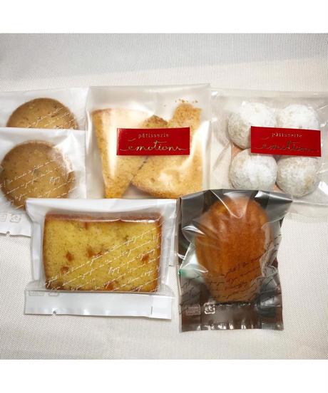アソートギフトセット(クッキー2個 ブールドネージュ マドレーヌ パウンドケーキ シフォンラスク各1個入)