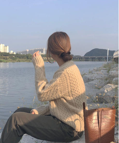 Cable wool knit