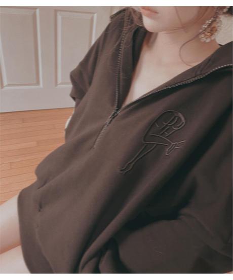 ハーフジップアップロゴ刺繍ビッグスウェット/ Half Zip-up Logo Embroidery Big  Sweat