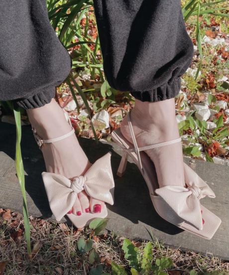 エナメルリボンスクエアトゥーサンダル Enamel Ribbon Square Toes Sandals