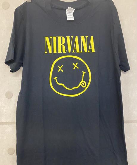 NIRVANA: Flower Sniffin (Back Print)  (ユニセックス バンドTシャツ) 【HV02-T11-03-S~XL】