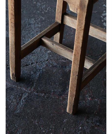 背付椅子 b