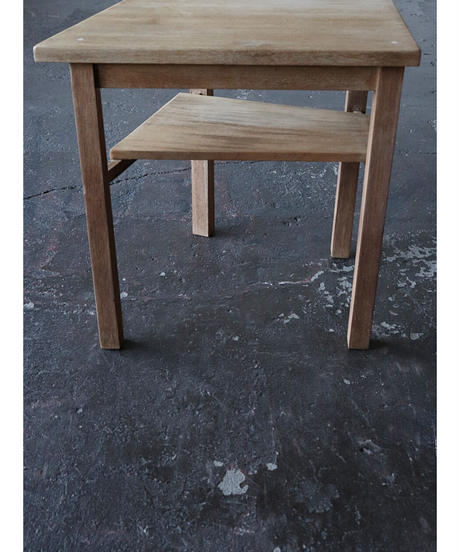 台形サイドテーブル