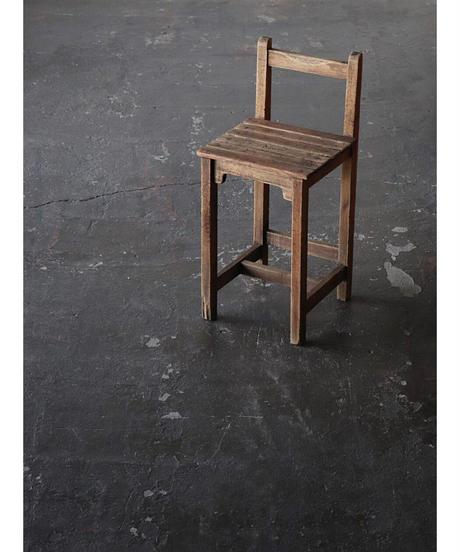背付椅子 d