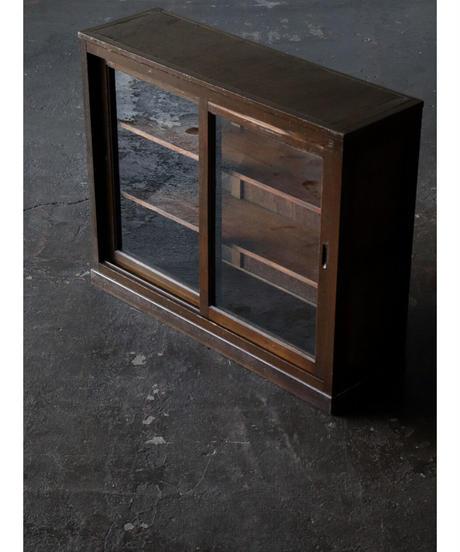 ガラス戸棚 b