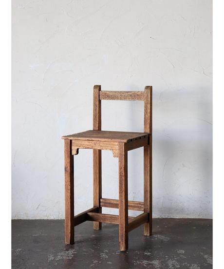 背付椅子 c