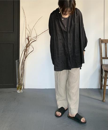 UT211BL008 トリプルシャーリングバンドカラーブラウス【003/リネンクロ】