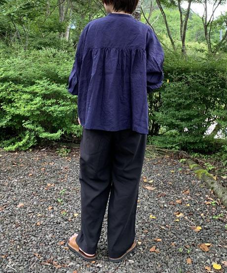 UT212BL032 バンドカラーブラウス【040/リネンネイビー】