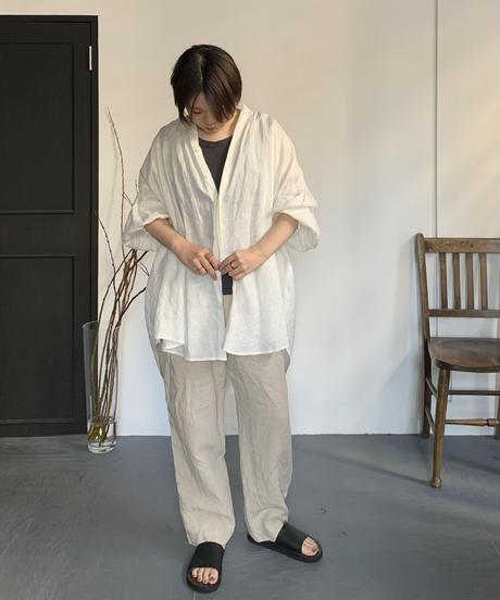 UT211BL008 トリプルシャーリングバンドカラーブラウス【011/リネンオフ】