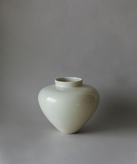 Beautiful ceramic vase by Lee Nuri