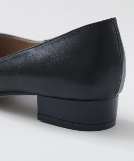 POINTED TOE FLAT PUMPS/BLACK
