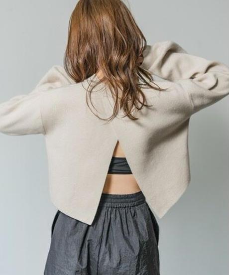 Back slit crop Knit TOP / BEIGE