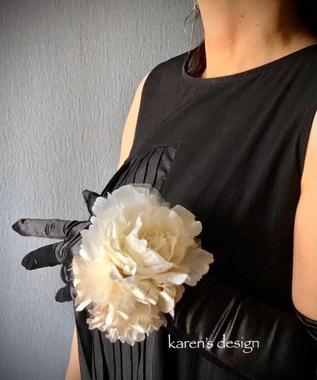 白薔薇のリストブーケ