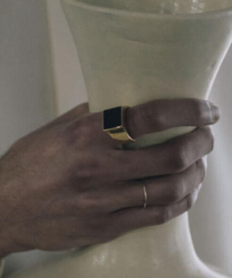 VIERECK ONYX RING  (gold plated)