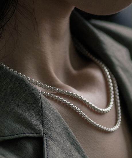 ROUNDEDE CORNERS NECKLACE 301