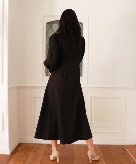 LONG FLARE ONEPIACE/ロングフレアワンピース《MFH-19A-OP01-BLK》