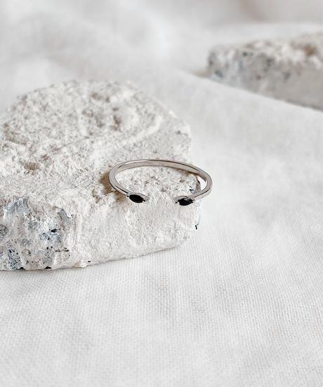 black stone ring B112
