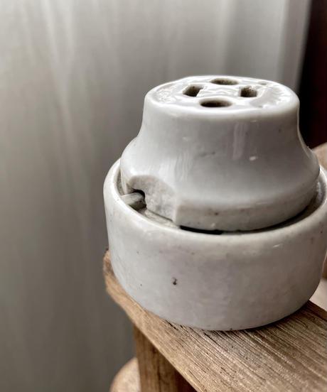 陶器製のコンセント