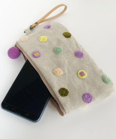 リネンの水玉刺しゅうのペタンコポーチ【パープル】