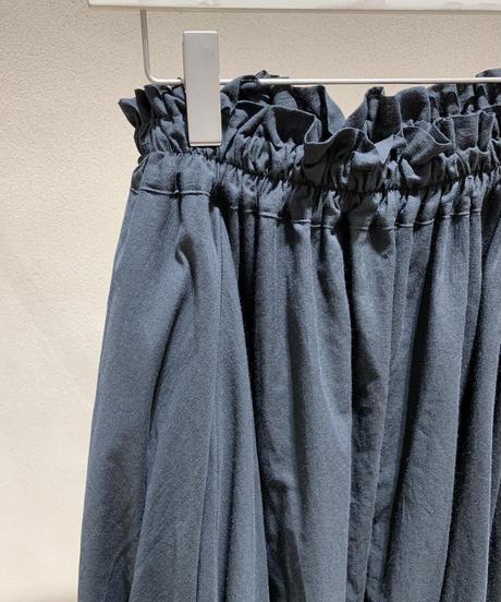 黒シャーリングスカート