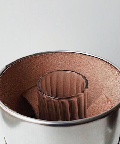 薄いアンバーシェイプグローブとグローブケースのセット(本体と一緒に入れられます)※本体は含まれておりません。