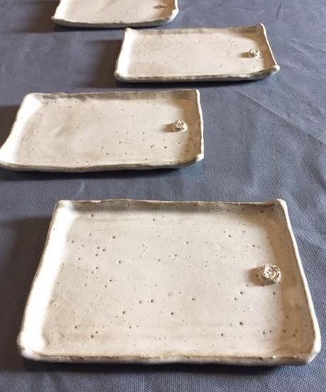 クリーム色の長皿