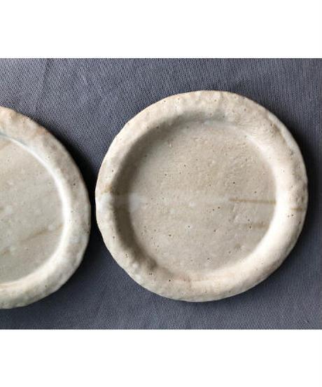 オフホワイトの丸皿