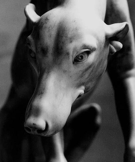 「ルーブルの犬」