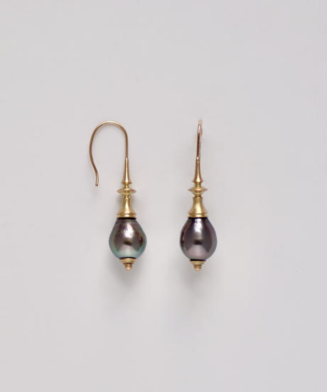 One of a kind / Spindle series Hook in South sea pearl - Peacock <K18YG>