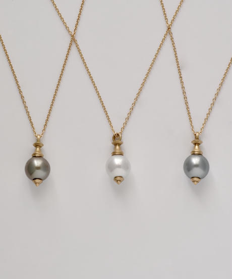 One of a kind / Spindle series longchain pendant in South sea pearl - gray <K18YG>