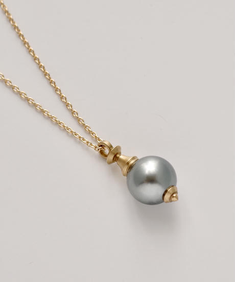 One of a kind / Spindle series longchain pendant in South sea pearl - Bluegray <K18YG>