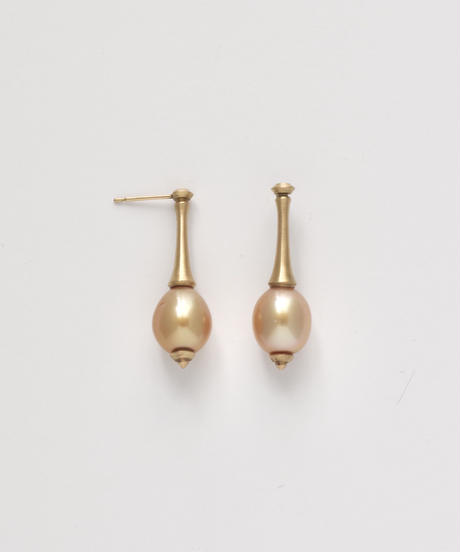 One of a kind / Spindle series studs in South pearl - champagne <K18YG>