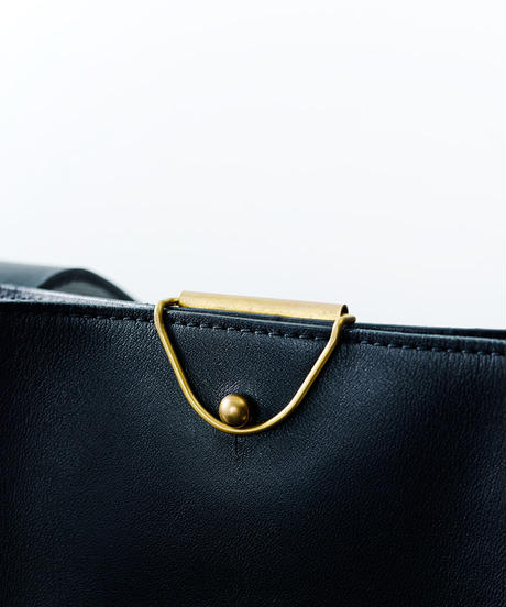 Leather clip compact shoulder bag