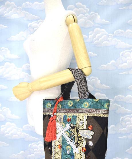 kki.2164 十字架と蜂のミニBAG。<ブラック>