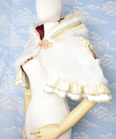 kki.2061 ホワイトスワンのファーケープ。