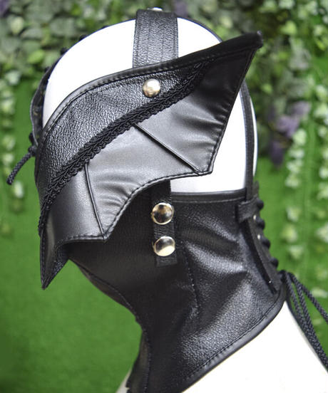 kki.2340 Devil's Wings Neck Mask。