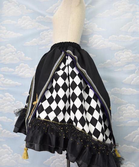 kki.2132 ダイヤチェックのクロスタッセル燕尾風スカート。
