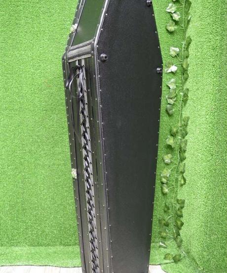 kki.2355 ブラッククロスヴァンパイアコフィンBOX。