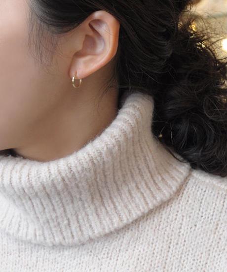 【anq.】K10・ダイヤモンド0.02ct 彫り留めフープピアス