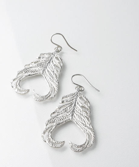 【outlet】【YAYOIFOREST】feather ピアス SV925