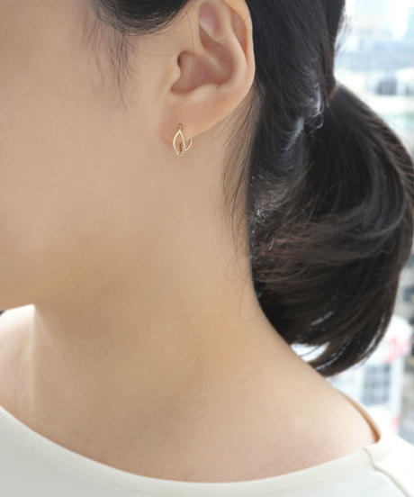 【anq.】K10 ・Lily of the valley  花びらフープピアス ダイヤモンド