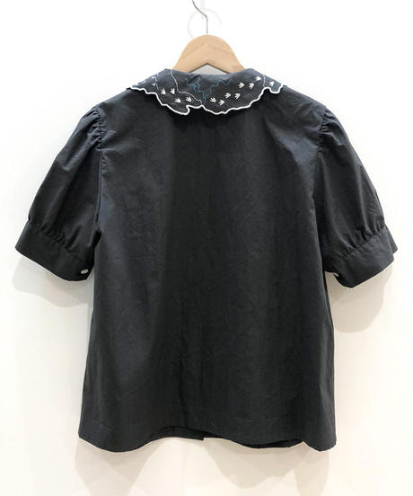 島刺繍えりブラウス(dark grey)