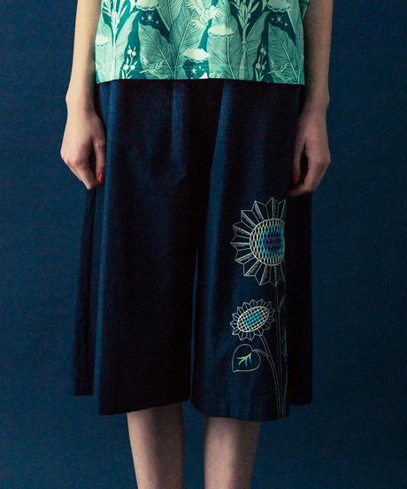 ヒマワリの刺繍のワイドパンツ (navy)