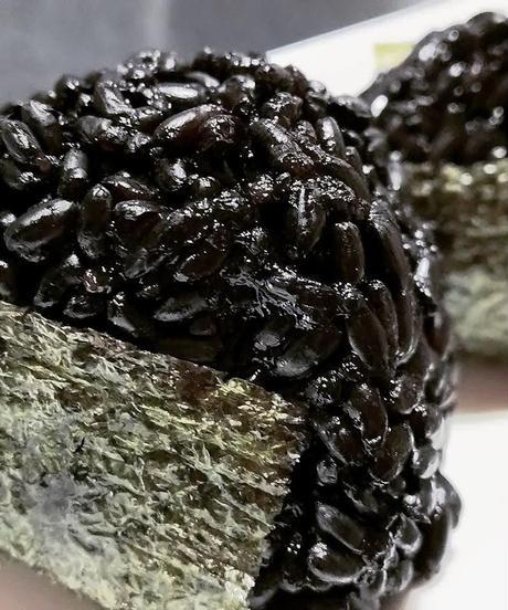 生きているお米の黒米 900g 無農薬無化学肥料栽培 保存に便利なチャック付