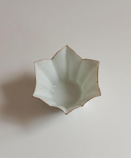 白磁桔梗形小鉢