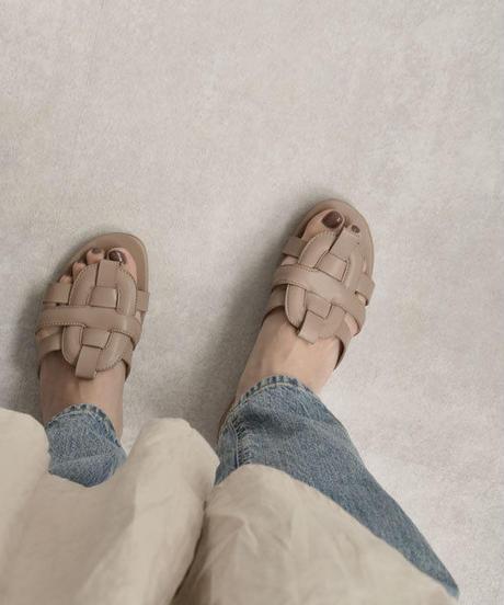 shoes-02080 フェイクレザー編み込みサンダル ライトベージュ モカ