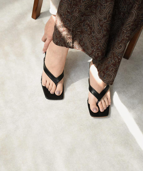 shoes-02102 スクエアトゥ クリアヒール トングサンダル ブラック